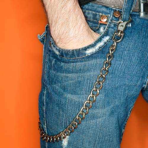 I ♥ 2000s answer: WALLET CHAIN
