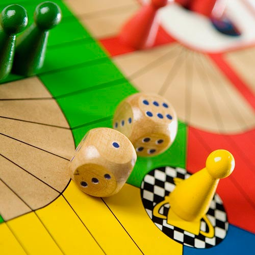 Spiele answer: PARCHEESI
