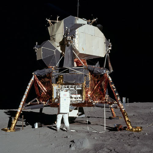 Weltall answer: APOLLO 11
