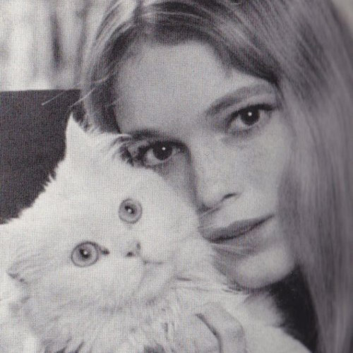Cat Lovers answer: MIA FARROW