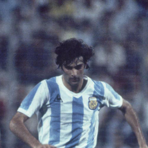 Football Test answer: MARIO KEMPES