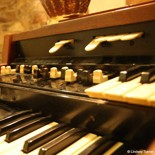 Instruments answer: HAMMOND ORGAN