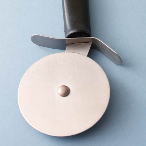 Kitchen Utensils answer: PIZZA CUTTER