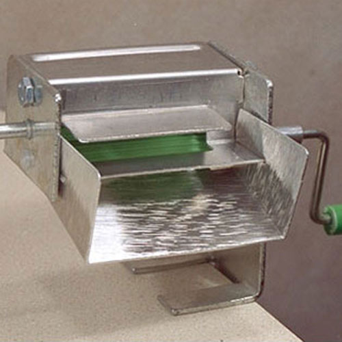 Kitchen Utensils answer: PEA SHELLER
