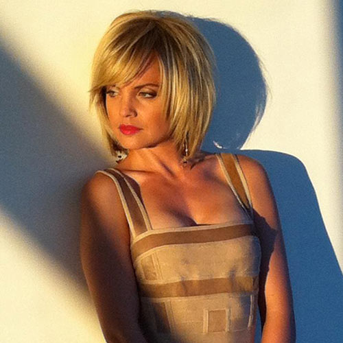 Profile Pics answer: MENA SUVARI