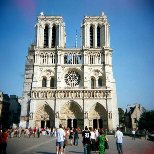 Monuments answer: NOTRE-DAME