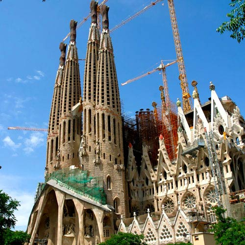 Monuments answer: SAGRADA FAMILIA