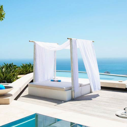 Vacances answer: CABANA